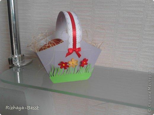 Вот такую корзиночку, для пасхальных яиц, я соорудила за час,может чуть меньше. очень понравилась идея,очень все просто и быстро. Это первая Пасха самостоятельная,без родственников мужа,так что пока осваиваюсь, в следующем году,надеюсь,и до кулича руки дойдут))) фото 1