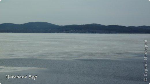 Всем привет! и отдельный привет тем, кто живет на Среднем Урале!!!!! вот у нас стало теплеть, тает лед на озере, КРАСОТА!!!!! Вот они Уральские горы! фото 1