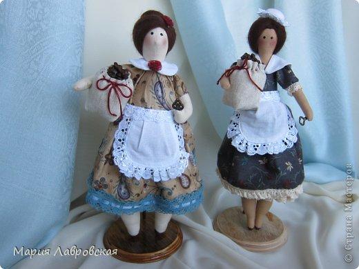Уж очень мне понравилось шить этих замечательных куколок. И, как мне кажется, что это не последние мои Хозяюшки.  А первых можно посмотреть  здесь - https://stranamasterov.ru/node/711888 фото 1