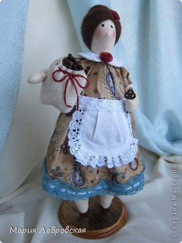 Уж очень мне понравилось шить этих замечательных куколок. И, как мне кажется, что это не последние мои Хозяюшки.  А первых можно посмотреть  здесь - https://stranamasterov.ru/node/711888 фото 2