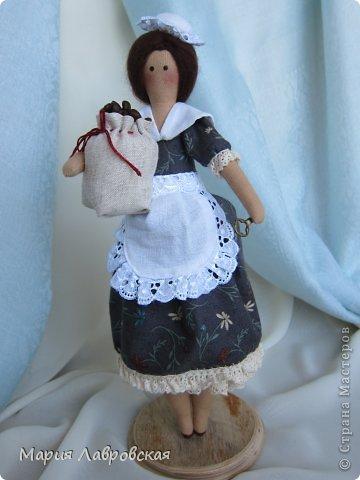 Уж очень мне понравилось шить этих замечательных куколок. И, как мне кажется, что это не последние мои Хозяюшки.  А первых можно посмотреть  здесь - https://stranamasterov.ru/node/711888 фото 7