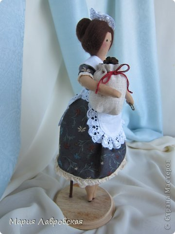 Уж очень мне понравилось шить этих замечательных куколок. И, как мне кажется, что это не последние мои Хозяюшки.  А первых можно посмотреть  здесь - https://stranamasterov.ru/node/711888 фото 10