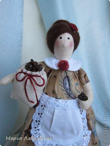 Уж очень мне понравилось шить этих замечательных куколок. И, как мне кажется, что это не последние мои Хозяюшки.  А первых можно посмотреть  здесь - https://stranamasterov.ru/node/711888 фото 4
