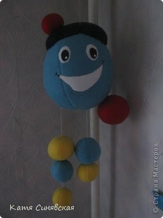 С недавних пор у моих сынулек появился новый любимый персонаж из мультфильмов - Капитошка. Вот и сшила им такого улыбчивого красавчика. фото 4
