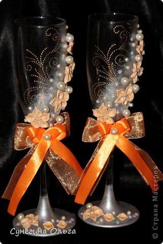 Бокалы делались на персиково-оранжевую свадьбу. фото 2