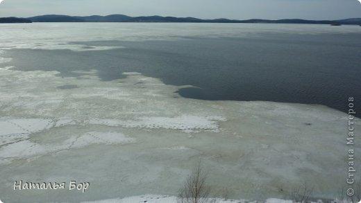 Всем привет! и отдельный привет тем, кто живет на Среднем Урале!!!!! вот у нас стало теплеть, тает лед на озере, КРАСОТА!!!!! Вот они Уральские горы! фото 4