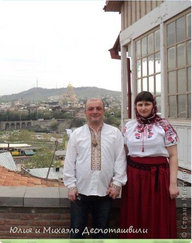К нам обратились гости из Казахстана с просьбой провести им 9-дневную экскурсию по Тбилиси. Для нас это было неожиданно и безумно приятно! Тем более. что Миша очень любит город в котором вырос и много знает о нем. так мы нежданно-негаданно стали гидами по Тбилиси и обрели новых друзей из Казахстана и новый положительный опыт.  Фото из этого репортажа сделаны день Пасхи. Мы одели высланные моими родителями с Украины вышиванки, приятно было встречать на пути людей с Украины, тоже одетых в праздничные сорочки. Было полное ощущение праздника и сказки! Может оттого откуда то взялись силы преодолевать самые большие вершины, что вы увидите на фото сами.Итак, друзья... Потоооопали за нами! Это Абанотубани. Район Старого Тбилиси