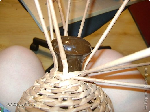 Декор предметов Мастер-класс Моделирование конструирование Плетение Люстра из бросового материала Бумажные полосы Бутылки пластиковые Материал бросовый Проволока фото 11