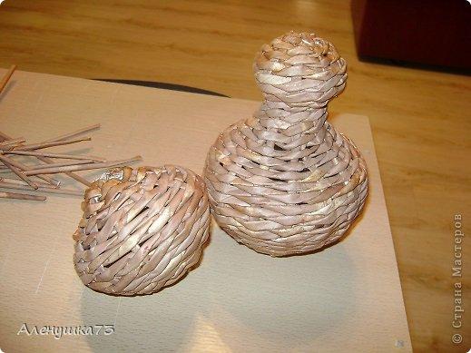 Декор предметов Мастер-класс Моделирование конструирование Плетение Люстра из бросового материала Бумажные полосы Бутылки пластиковые Материал бросовый Проволока фото 12
