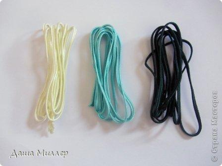 Для сережек нам понадобится: Сутаж. Я взяла трех цветов. нежно- бежевый, небесно-голубой и темно- зеленый.  На фото по 2метра, но метра вам хватит на пару сережек это точно. фото 1