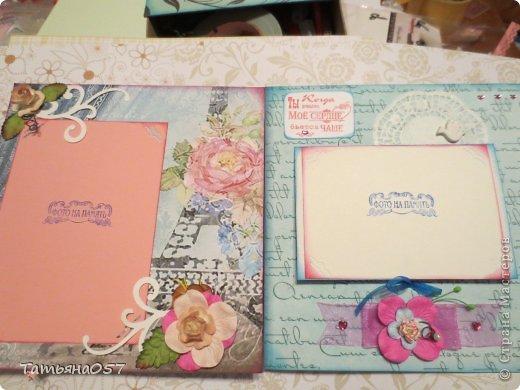 Альбом для фото 15*15 в розовых тонах. Имеются потайные кармашки, места для заметок. Альбом рассчитан под фото 9*13, 6 листов фото 7