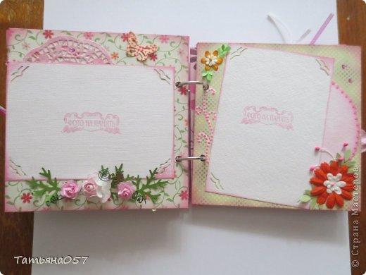 Альбом для фото 15*15 в розовых тонах. Имеются потайные кармашки, места для заметок. Альбом рассчитан под фото 9*13, 6 листов фото 2