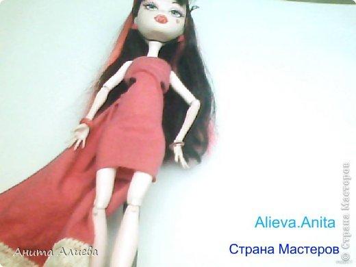 Привет! В моём первом блоге хочу показать то что шью на своих кукол. Первое это платье с маленькой майкой для Дракулауры. фото 10