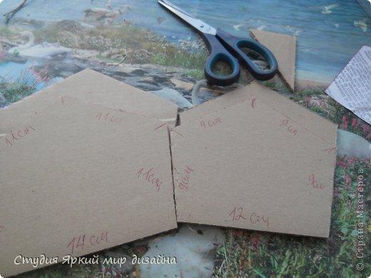 Хочу поделиться изготовлением такой беседки.Материал: гофрокартон, деревянная закругленная рейка, палочки для суши, шпажки, туалетная бумага, бисер, проволока, акриловая белая краска. фото 4