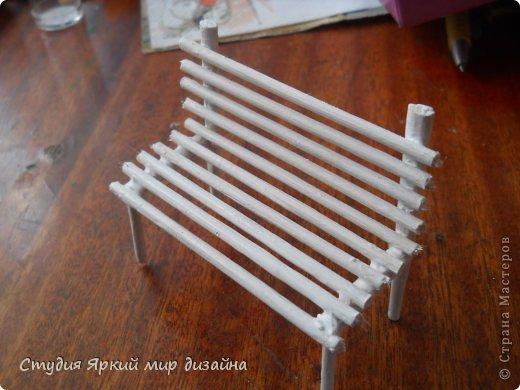 Хочу поделиться изготовлением такой беседки.Материал: гофрокартон, деревянная закругленная рейка, палочки для суши, шпажки, туалетная бумага, бисер, проволока, акриловая белая краска. фото 18