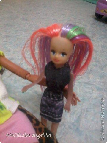 """привет!!! сегодня мы узнаем,что может случиться , если к вам приедет сестра... от лица кукол. Ева(Е), Джесика(Д), Мартин(М). Е: да где же эта бумажка с номером? Д(думает):"""" да какая бумажка с номером! сейчас только 6 утра! орёт на весь дом!!!  фото 27"""
