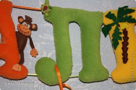 Сшила своему мальчику вот такую растяжку. Буквы из флиса, звери из фетра. фото 4