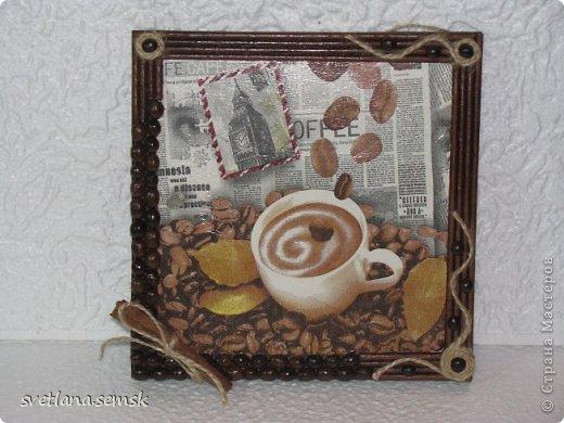 Кофейные панно. Рамочка: кофе, бумажные трубочки, шпагат.  Спасибо девочкам за салфеточки. фото 1
