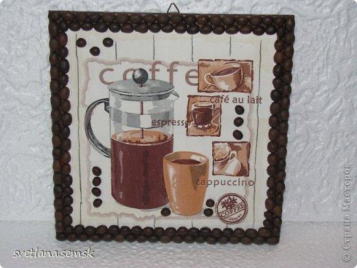 Кофейные панно. Рамочка: кофе, бумажные трубочки, шпагат.  Спасибо девочкам за салфеточки. фото 3