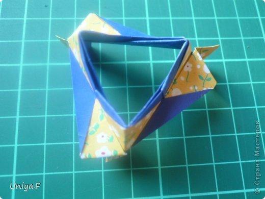 Большой привет!  Хочу похвастаться: получилась хорошая по всем параметрам моделька.  Экономичный расход бумаги, модули немелкие, сборка простая и очень прочная, в итоге получается некрупная. Можно сказать, конструктор немецкого качества. Потому и имя ей Гретель.   Name: Gretel Designer: Uniya Filonova   Units: 30  Paper: 5 x 7,5 cm ( ratio 2:3 )  Final diameter: ~ 8,5 cm  Joint: no glue  модель принимала участие во флешмобе https://stranamasterov.ru/node/769691  фото 30