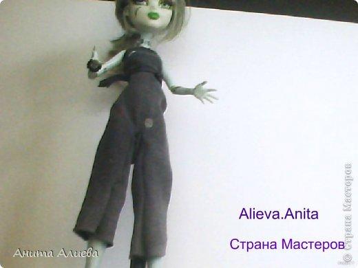Привет! В моём первом блоге хочу показать то что шью на своих кукол. Первое это платье с маленькой майкой для Дракулауры. фото 5