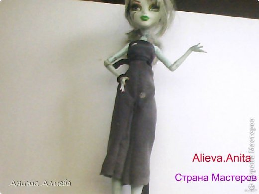 Привет! В моём первом блоге хочу показать то что шью на своих кукол. Первое это платье с маленькой майкой для Дракулауры. фото 6