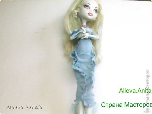 Привет! В моём первом блоге хочу показать то что шью на своих кукол. Первое это платье с маленькой майкой для Дракулауры. фото 4