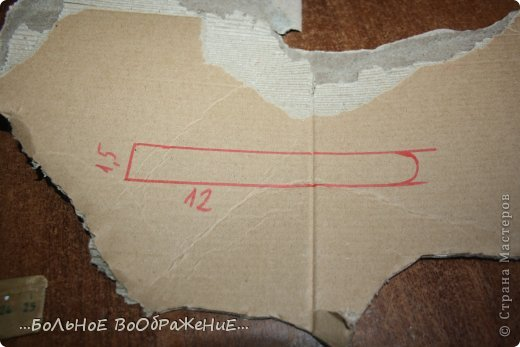 Для приготовления гитары нам понадобится: 1) Картон 2) Изолента 3) Ручка-корректор (Не обязательно) 4) Нитки 5) Атласная лента 6) Карандаш (я взяла фломастер чтобы вам было видно) 7) Коробка 8) Клей (забыла положить) 9) Кукла для которой вы делаете гитару. фото 13
