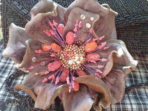 Здравствуйте дорогие друзья!!!Пришла весна,всё вокруг цветёт и пахнет и в моём творческом саду расцвели прекрасные цветочки.Правда не пахнут , но глаз радуют.... фото 1