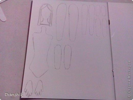 Всем привет. Сегодня я покажу как сделать подвижную бумажную куклу. Нужно нарисовать детали человека или животного, как у меня на фото, на бумаге и затем вырезать. фото 3