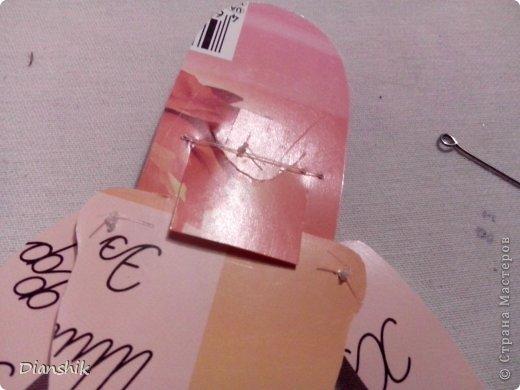 Всем привет. Сегодня я покажу как сделать подвижную бумажную куклу. Нужно нарисовать детали человека или животного, как у меня на фото, на бумаге и затем вырезать. фото 12