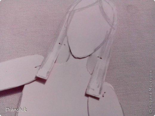 Всем привет. Сегодня я покажу как сделать подвижную бумажную куклу. Нужно нарисовать детали человека или животного, как у меня на фото, на бумаге и затем вырезать. фото 13