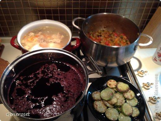Вот такие вкусняшки можно приготовить быстро, вкусно и без особых навыков и кулинарных знаний! P.S. А в конце Вас ждет прекрасный рецепт постной шарлотки (http://perfectfood.ru/2013/09/postnaya-sharlotka-s-yablokami-bez-yaic/)! ))