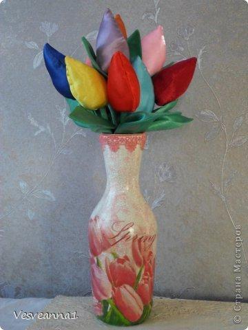 Здравствуйте! На улице весна, цветут тюльпаны, а у меня появились вот такие тюльпаны из кусочков разной ткани. фото 4