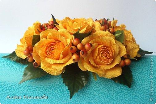 Мастер-класс Флористика Роза из гофрированной бумаги Бумага гофрированная Клей фото 1