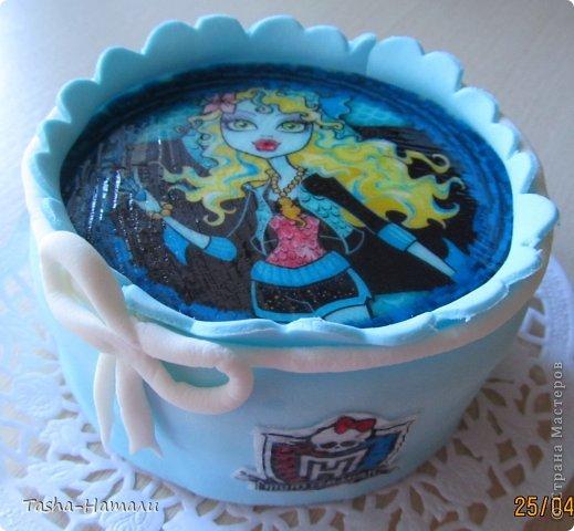Дочери на день рожденья решила сделать не один большой торт, а 5 маленьких (по количеству подруг) А это тортик самой именинницы фото 5