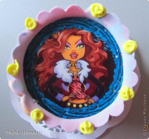 Дочери на день рожденья решила сделать не один большой торт, а 5 маленьких (по количеству подруг) А это тортик самой именинницы фото 1