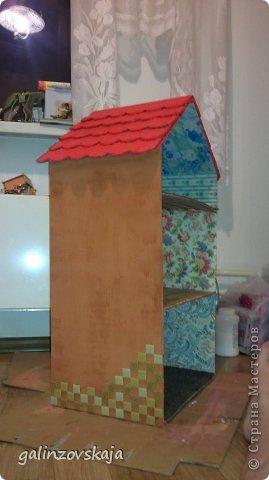 Вот Мой чудесный домик для кукол! Делала я его для своей племянницы, ко дню рождения! И вот он наконец готов! В нем есть практически все для жизни! 4 обустроенных комнаты- кухня, ванная, гостиная и конечно же спальня!  фото 7