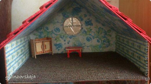 Вот Мой чудесный домик для кукол! Делала я его для своей племянницы, ко дню рождения! И вот он наконец готов! В нем есть практически все для жизни! 4 обустроенных комнаты- кухня, ванная, гостиная и конечно же спальня!  фото 9