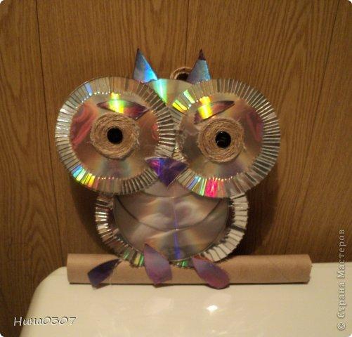 Здраствуйте, знакомьтесь - филин наш, будет жить в подъезде))) Сделан из старых не нужных дисков, которых как и остальные не нужные вещи жалко выкидывать. Безотходное производство))) фото 2