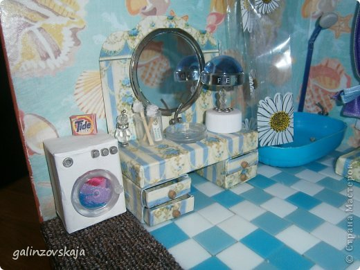 Вот Мой чудесный домик для кукол! Делала я его для своей племянницы, ко дню рождения! И вот он наконец готов! В нем есть практически все для жизни! 4 обустроенных комнаты- кухня, ванная, гостиная и конечно же спальня!  фото 39