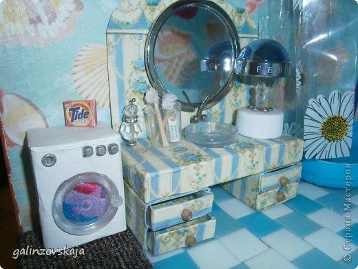 Вот Мой чудесный домик для кукол! Делала я его для своей племянницы, ко дню рождения! И вот он наконец готов! В нем есть практически все для жизни! 4 обустроенных комнаты- кухня, ванная, гостиная и конечно же спальня!  фото 42