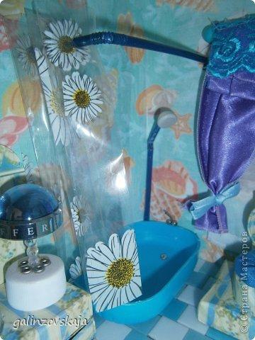 Вот Мой чудесный домик для кукол! Делала я его для своей племянницы, ко дню рождения! И вот он наконец готов! В нем есть практически все для жизни! 4 обустроенных комнаты- кухня, ванная, гостиная и конечно же спальня!  фото 43