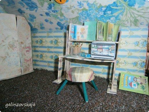 Вот Мой чудесный домик для кукол! Делала я его для своей племянницы, ко дню рождения! И вот он наконец готов! В нем есть практически все для жизни! 4 обустроенных комнаты- кухня, ванная, гостиная и конечно же спальня!  фото 45