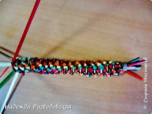 Мастер-класс. Спиральное плетение вокруг каркаса.( Из соломки, газетных трубочек, картонных полосок) фото 22