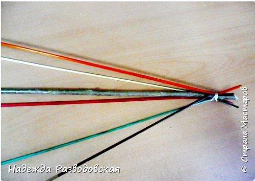 Мастер-класс. Спиральное плетение вокруг каркаса.( Из соломки, газетных трубочек, картонных полосок) фото 7