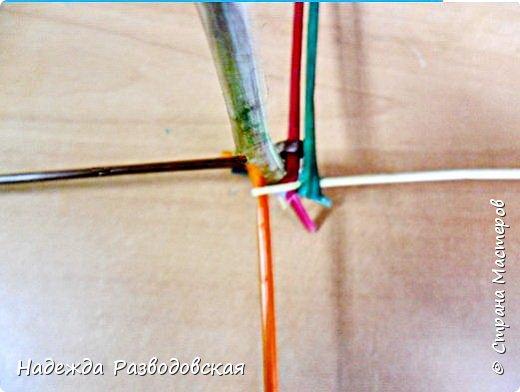 Мастер-класс. Спиральное плетение вокруг каркаса.( Из соломки, газетных трубочек, картонных полосок) фото 16