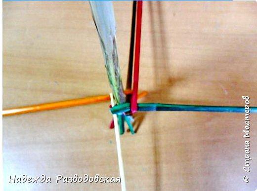 Мастер-класс. Спиральное плетение вокруг каркаса.( Из соломки, газетных трубочек, картонных полосок) фото 18