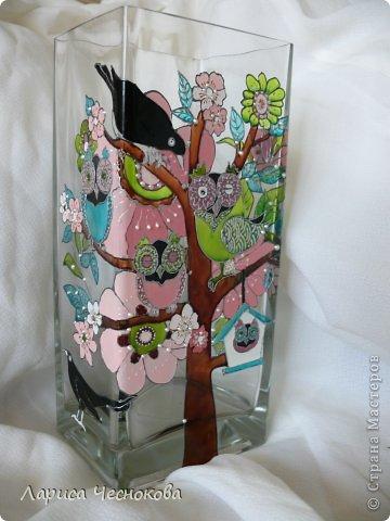 p1340335 Вазы из стеклянных бутылок: декор, роспись и обрезка