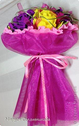 У коллеги был день рождения. Делала букет на скорую руку из тех роз, что вообщем-то крутила для другого букета.. фото 3